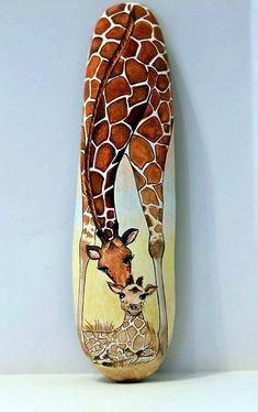 Painted stone, sasso dipinto a mano. Giraffe and baby Giraffa Pebble Painting, Pebble Art, Stone Painting, Painting Art, Painting Stencils, Painted Rock Animals, Hand Painted Rocks, Painted Stones, Painted Pebbles