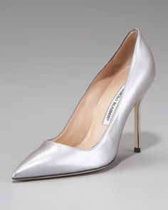 9e4146d3223 Manolo Blahnik Point-Toe Metallic Patent BB Pump