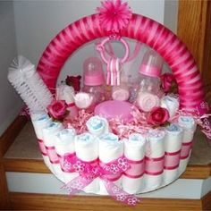 Cheap DIY Baby Shower Gift Ideas – Cute basket made out of diapers and baby stuff! Cheap DIY Baby Shower Gift Ideas – Cute basket made out of diapers and baby stuff! Baby Shower Floral, Distintivos Baby Shower, Cheap Baby Shower Gifts, Baby Shower Crafts, Baby Shower Gift Basket, Baby Shower Diapers, Baby Showers, Baby Shower Nappy Cake, Baby Girl Gift Baskets