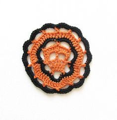 Halloween Skull Doily Crochet Tutorial by Steel and Stitch on the LoveCrochet Blog. Learn how to crochet a doily!