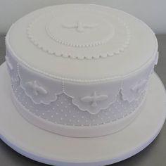 Bolo de batizado.   Primera comunion   Pinterest   Cake, Communion