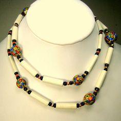 Faux Millefiore porcelaine peints avec collier de perles pour le Tube de verre blanc, noir & or entretoises, un joli brin Bead Jewellery, Jewelery, Brin, Beaded Necklace, Necklaces, White Beads, Glass Beads, Etsy, Painted Porcelain