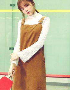 Korean model and actress Lee Sung Kyung Ulzzang Fashion, Korean Fashion, Fashion 101, Lee Sung Kyung Fashion, Lee Sung Kyung Style, How To Pose For Pictures, Kdrama, Weightlifting Fairy Kim Bok Joo, Korean Actresses