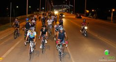 Pedalar em grupo diminui o cansaço em 75% http://esportes.discoverybrasil.uol.com.br/ciclovivo-pedalar-em-grupo-diminui-o-cansaco-em-75/ #pedalar #ciclismo #bicicleta #esportes #ficaadica