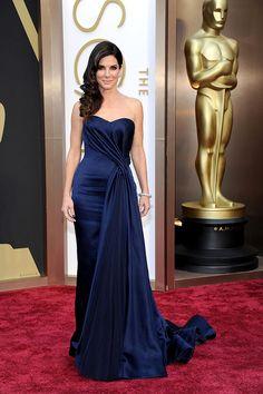 Sandra Bullock, en un look de Alexander McQueen, en la 86a edición de los premios Oscar.