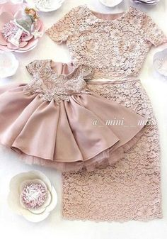 Mostrar a sara Girls Party Dress, Little Girl Dresses, Girls Dresses, Flower Girl Dresses, Mother Daughter Matching Outfits, Mother Daughter Fashion, Fashion Kids, Baby Girl Fashion, Jw Mode