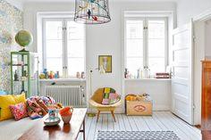 Colorful living room in a Swedish Home via My Scandinavian Home. Living Room Inspiration, Interior Inspiration, Ideas Dormitorios, Swedish House, Swedish Style, Scandi Style, Home And Deco, Scandinavian Home, Home Interior