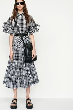 Michael Kors Collection Resort 2019 New York Collection - Vogue Latest Fashion Trends, Runway Fashion, Girl Fashion, Fashion Dresses, Womens Fashion, Fashion Design, Fall Collection, Fashion Show Collection, Michael Kors Fashion