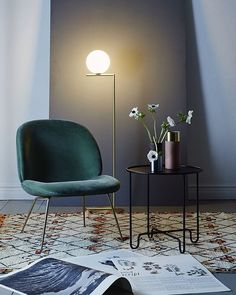 Groene lounge chair stoel met messing onderstel.