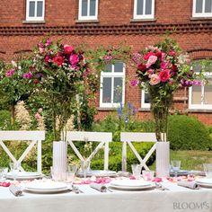 Sommerfest-Ideen: Romantische Tischdeko mit Rosen - Blütentrichter