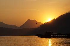 Bei Sonnenaufgang gute Fotos zu schiessen ist anspruchsvoll, aber machbar. Mit unseren Tipps sind Sie optimal auf den morgendlichen Spaziergang vorbereitet. #sunrise #landschaftsfoto #fototipps http://www.fotos-fuers-leben.ch/fotokurs/naturfotografie/beeindruckende-naturfotos-im-morgengrauen-schiessen/