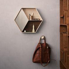 """Ein wahres Multitalent! Der Wandspiegel """"Wall Wonder"""" von ferm Living ist Spiegel, Regal und Dekoration zugleich"""