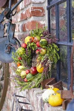 Autumn is harvest time. Clear fruit such as apples and gourds became … – Handemade Deko – Wreaths Diy Wreath, Door Wreaths, Autumn Wreaths, Christmas Wreaths, Fruits Decoration, Clear Fruit, Fall Flower Arrangements, Fall Decor, Holiday Decor