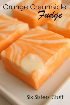 Fudge is one of the most amazing desserts. Perfect for Christmas time as a gift! Here are 52 fudge desserts - one for each week of the year! Köstliche Desserts, Delicious Desserts, Dessert Recipes, Yummy Food, Health Desserts, Homemade Fudge, Homemade Candies, Homemade Chocolate, Orange Creamsicle Fudge Recipe