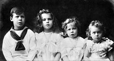 Prince Gottfried with his sisters, left to right:  the beautiful Princess Marie Melita, the plain Princess Alexandra, and the winsomely cute Princess Irma.  Of the 3 girls, only Marie Melita would marry and have children.