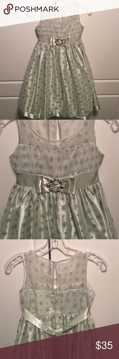 🎄SALE Green & Silver Dress Stunning light green dress with silver accents.  Pre-owned, beautiful condition dress. LOVE Dresses Formal