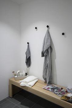 kylpyhuone_naulakot Bathroom Bench, Bathroom Toilets, Bathrooms, Home Spa, Scandinavian Home, Bathroom Inspiration, Dressing Room, Floating Nightstand, New Homes