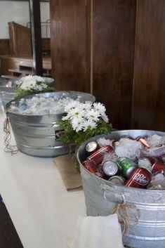 burlap graduation party ideas | drink station. graduation party. burlap. butcher paper. daisies ...