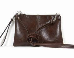 HECHO por encargo - diseñados y hechos a mano por el monedero Co.  Este versátil bolso está hecho con el minimalista en mente! Es como tener 4 bolsas en uno... una bandolera, una bandolera, un bolso de mano o un embrague! Usted elige cómo quieres llevarlo! :)  Hace un gran regalo!  ~~~~~~~  ** Este artículo se hará cuando se ordenó. Varía según la tela de la guarnición. Por favor espere 7 a 10 días laborables para crear su nueva bandolera! :)  Simplemente elija el color de cuero que se desea…