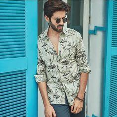 KARTIK ARYAAN FASHION Indian Bollywood Actors, Bollywood Couples, Bollywood Dress, Bollywood Stars, Celebrity Style Casual, Celebrity Fashion Outfits, Celebrity Look, Cute Actors, Handsome Actors