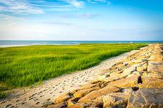Sydöst om staden Boston sträcker sig halvön Cape Cod ut i Atlanten. De härliga sandstränderna och den avslappnade atmosfären gör det till ett mycket populärt semesterresemål för de som bor i trakterna kring New York och Boston. Cape Cod bjuder på många vackra platser i form av byar och städer i olika storlekar, härliga stränder och mysiga småöar. Här är 10 ställen du inte får missa när du besöker halvön!