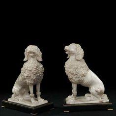 Coppia di sculture di cani in marmo, fine XVIII secolo