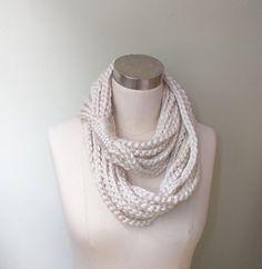 Collar de la bufanda del invierno blanco. Largo. por DottieQ