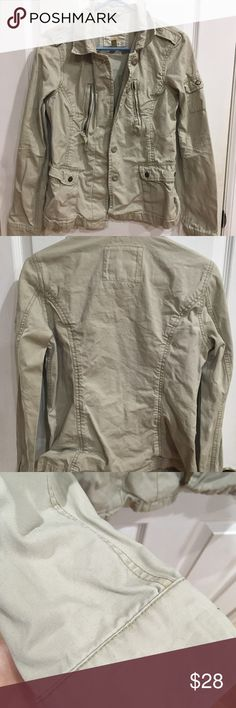 American Eagle button up jacket American Eagle tan button up jacket. Only worn twice. Great condition! 🌼🌼 Open to offers! American Eagle Outfitters Jackets & Coats Jean Jackets