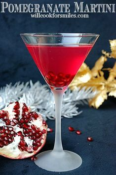 Sweet and tart martini made with pomegranate liqueur, vodka, honey liqueur, and pomegranate juice. Pomegranate Drinks, Pomegranate Recipes, Martini Recipes, Cocktail Recipes, Summer Drinks, Fun Drinks, Beverages, Holiday Drinks, Daisies