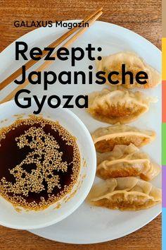 Gyoza, auch japanische Teigtaschen genannt, kommen ursprünglich aus China und werden dort Jiaozi genannt. Die Herstellung der mit Hackfleisch gefüllten Teigtaschen erfordert Fingerspitzengefühl, der Einsatz wird aber mit grossem Genuss belohnt. Healthy Breakfast Recipes, Healthy Recipes, Different Nail Shapes, Japanese Food, Food Porn, Food And Drink, Yummy Food, Vegan, Dinner