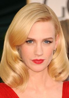 Famous Actress January Jones Wearing Her Blonde Lob Hairdo