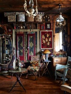 Photos – Eve Wilson, production – Lucy Feagins / The Design Files. This wonderful eclectic home is owned by artist Greg Irvine and I love it! He has such a great eye for beautiful, interesting pieces Bohemian Interior, Home Interior, Interior And Exterior, Interior Decorating, Interior Design, Decorating Ideas, Interior Bohemio, Dark Bohemian, Bohemian House