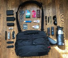 Everyday Carry - United States of America/Sales - 2018 EDC Bag Edc Backpack, Edc Bag, Edc Essentials, Portable Phone Charger, Edc Tactical, Sports Headphones, Edc Everyday Carry, Survival Hacks, Survival Stuff
