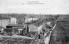 """Figure 3 : Les blanchisseries au bord de la Bièvre, à Arcueil-Cachan, au début du 20<sup class=""""typo_exposants"""">e</sup> siècle."""
