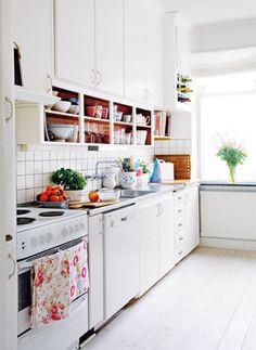 white kitchen, open shelving
