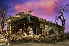 Alpenländische Weihnachtskrippen, Krippen, Krippe, Weihnachtskrippe Christmas Nativity Scene, Christmas Wood, Christmas Crafts, Christmas Decorations, Xmas, Painted Front Porches, Advent Calendar House, Crib Decoration, Dance Crafts