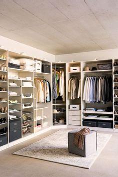 61 new Ideas walk in closet designs luxury Walk In Closet Ikea, Walk In Closet Design, Wardrobe Design, Closet Designs, Closet Space, Wardrobe Room, Walk In Wardrobe, Closet Bedroom, Master Closet
