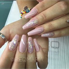 Nude with a hint of glitter Fabulous Nails, Gorgeous Nails, Pretty Nails, Fancy Nails, Love Nails, My Nails, Blush Pink Nails, Nagellack Trends, Manicure Y Pedicure