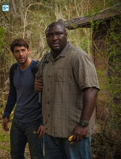 Nonso Anozie and James Wolk in Zoo Zoo Tv Series, Series Movies, Movies And Tv Shows, Best Sci Fi Movie, Sci Fi Movies, Imdb Movies, Current Movies, Current Tv, Cbs Zoo