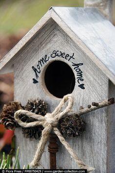 Adorable Bird House ~ needs a portal guard. Bird Houses Painted, Bird Houses Diy, Fairy Houses, Bird House Feeder, Bird Feeders, Bird Boxes, Little Houses, Beautiful Birds, Sweet Home