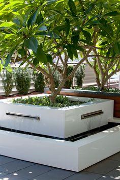 Peter Fudge garden design, water foutain and white square planter _