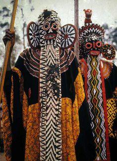 Los Bamileke son una confederación, una alianza de pueblos de la república de…