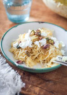 Spaghetti squash with sage butter, pistachios and goat Maple - Recette   Trois fois par jour