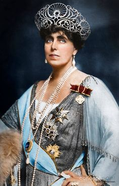 Queen Maria of Romania Maria( Alexandra Victoria de Saxa-Coburg și Gotha),the mother of King Carol II Royal Crowns, Royal Tiaras, Royal Queen, Queen Mary, Royal Life, Royal House, History Of Romania, Romanian Royal Family, Bijoux Art Nouveau