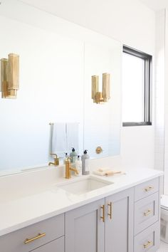Saltbox Collective Bathroom Gold Hardware & Grey Cabinets #sbcstgeorgeparade