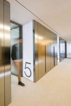 CBRE Spain designed the new headquarters for a leading international law firm located in Madrid, Spain. The headquarters, in the heart of the financial Lobby Interior, Office Interior Design, Office Interiors, Interior Doors, Office Entrance, Office Lobby, Corridor Design, Entrance Design, Workplace Design