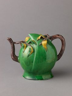 Chinese Qing Dynasty (Later Transitional Period) peach-shaped teapot (or wine pot), realistic peach shape body in unusual green colour w/ leaf decoration in relief, branch shape handle and spout, c. 1644-83, porcelain w/ polychrome glazes, China / Metropolitan Museum of Art, NYC, New York, USA