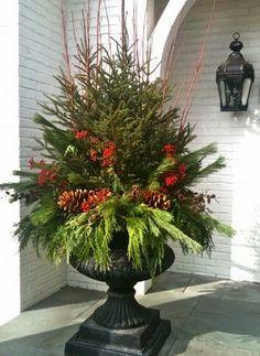 Winter - lovely natural arrangement for Christmas #interiors