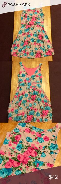 Gorgeous Floral Soft Dress 👗 Gorgeous Floral Soft Dress 👗Lined Pink inside • Just absolutely beautiful • Light Tannish color w/ Pink & Teal/Blue flower pattern w/ Green stems. At the front, it comes to the collar bone, just about, & at the back it dips down to a V. There are tiny belt loops which are barely noticeable, so you can wear one or not wear one - I never wore one with this dress. This is my most favorite dress EVER. I hate to give it up but it just does not fit anymore! 😭…