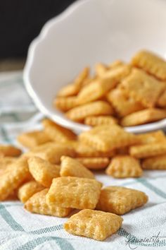Σπιτικά κρακεράκια τυριού / Homemade cheese crackers Pureed Food Recipes, Greek Recipes, Dessert Recipes, Cooking Recipes, Pastry Cook, Food Porn, Cracker, Think Food, Homemade Cheese